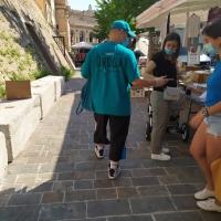 Volontari in azione a Macerata per sconfiggere l'abuso di droga e alcol