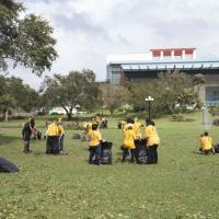 I Ministri Volontari della Chiesa di Scientology si prendono responsabilità di un parco cittadino