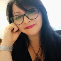 La poliedrica Francesca Ghidini lancia le sue esclusive t-shirt artistiche a favore di