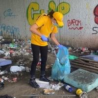 Fare qualcosa per il degrado ambientale a Padova Ministri Volontari all'opera: un mare di immondizia – 5 sacchi!