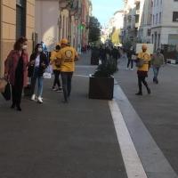 Volontari ad Ancona con materiale informativo per come mantenersi in buona salute