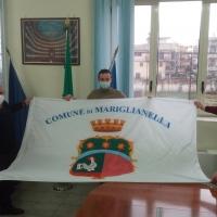 -Mariglianella,  Rinnovate le Bandiere sul Municipio. Il Sindaco Russo dispone il debutto del Vessillo Comunale.
