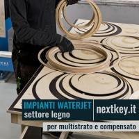 Taglio waterjet a getto d'acqua per pannelli in legno compensato