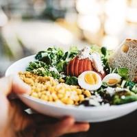 Come seguire una corretta alimentazione fuori casa