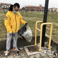 Grande pulizia nell'area verde di via Dogana a Vallenoncello