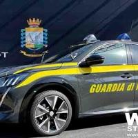 Guardia di Finanza presentata la Peugeot e-208 – l'auto l'elettrica del Leone