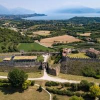 Joe T Vannelli alla Rocca di Lonato del Garda: giovedì 11 marzo la diretta su Fb di Live on Tour, lo show itinerante che promuove il patrimonio italiano a suono di house music