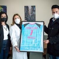 """La divisa delle ragazze della """"Pallavolo Ponticelli"""" dedicata all'Ospedale del Mare di Ponticelli"""