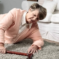 La Tecnologia a Casa con gli Anziani