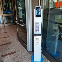 PISTOLE TERMO SCANNER E COLONNINE ANTI-COVID INSTALLATE IN QUESTURA A VICENZA