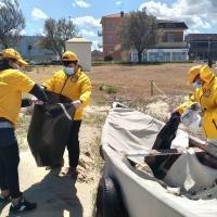Volontari di Scientology in occasione della Giornata Europea del Mare si sono trovati sul lungomare di levante per ripulire la spiaggia di velluto da plastica e rifiuti abbandonati.