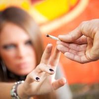 Genitori tossicodipendenti: quali effetti subiscono i loro figli?