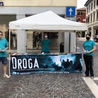 Riprendono gli stand in piazza dei volontari di Dico No alla droga