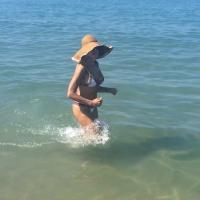 Camminare nel mare fa bene al corpo ed alla mente
