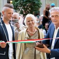 Taglio del nastro del nuovo negozio di Graziella Braccialini a Firenze