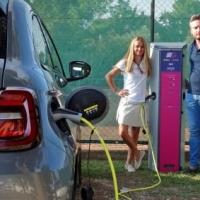 GASGAS corre su CrowdFundMe e centinaia di attività commerciali chiedono colonnine di ricarica per le auto elettriche dei clienti
