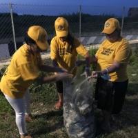 Volontari rimuovono oltre 30 chili tra plastica e spazzatura dal lungo mare in zona Cesano di Senigallia