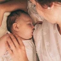 Allattamento al seno: consigli utili per favorirlo