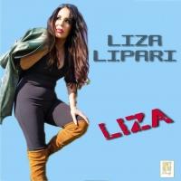 Liza Lipari allo specchio.
