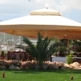 GOLIA: il modello di ombrellone gigante automatico per giardini e grandi spazi esterni