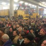 Asta nel deposito Niederstätter di Campodazzo:  dalla Germania, Veneto e Slovenia per curiosare tra gru e camion da acquistare all'asta